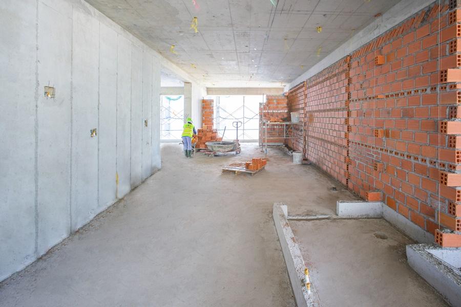 Thi công tường bao căn hộ tầng 18 Block Tropical
