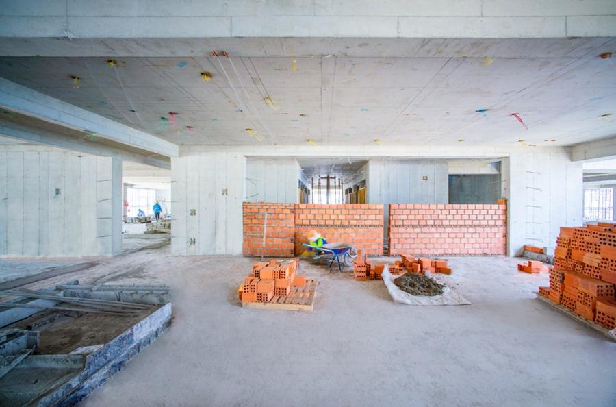 Thi công tường bao căn hộ tầng 19 Block Tropical